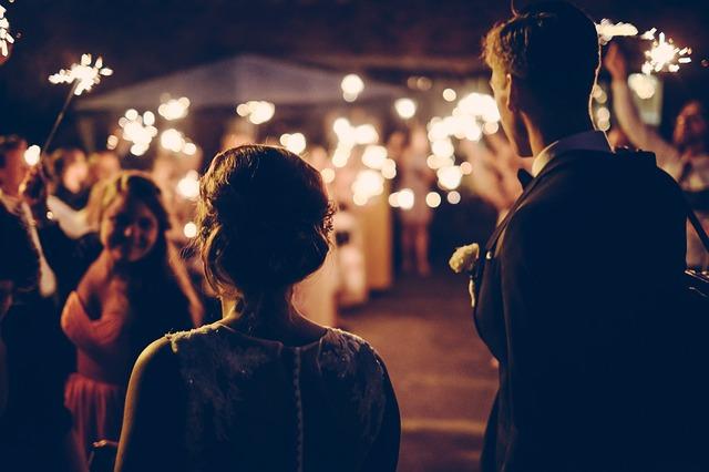 夜の結婚式